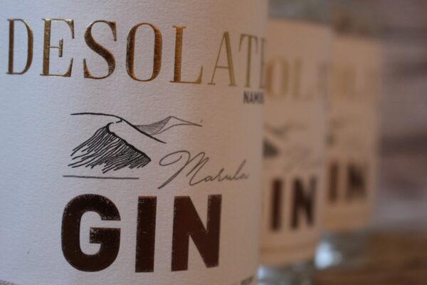 Der Desolate-Gin wird in Handarbeit und handsignierten Chargen hergestellt.