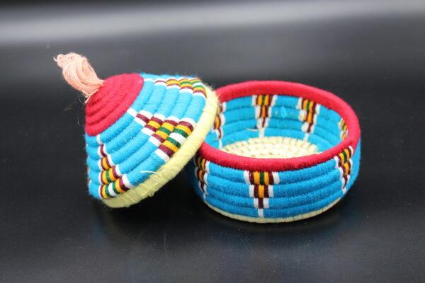 Mit seinem abnehmbaren Deckel eignet sich die Dose zum Verstauen von Schlüsseln oder anderen Gegenständen.