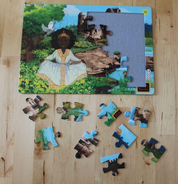 Die 30 Teile sind aus Pappe und sehr gut geeignet für Kinder – egal, aus welchem Land und welcher Kultur.