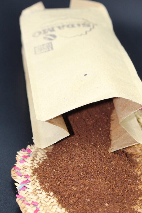 Syelle & Alemash verkauft diesen Kaffee exklusiv für den Hawelti e.V., einem Verein aus Nürnberg, der in Äthiopien aktiv ist.