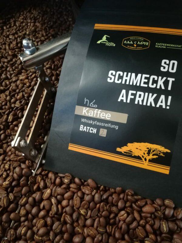 Nun steht er in den Startlöchern: Unser Kaffee mit Whiskyfassreifung im Batch 4 ist on Vorbereitung – wir sind davon überzeugt, dass die 100-Gramm-Tüten schnell vergriffen sind!