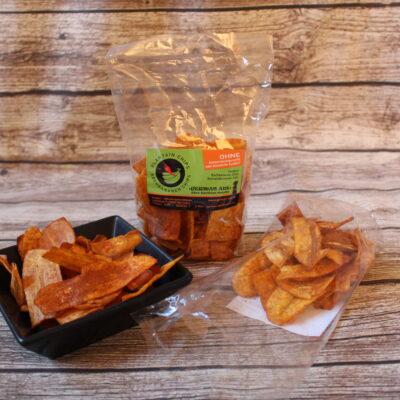 Was bei uns die Kartoffelchips sind, sind in Nigeria Kochbananenchips. Hier werden sie vor allem mit Salz oder Salz/Knoblauch gegessen.