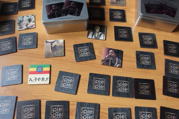 Detailansicht einiger Spielkarten - Spiel ein Spiel und der Hawelti e.V. - ein großartiges Paar – so wie ein Memo-Paar.