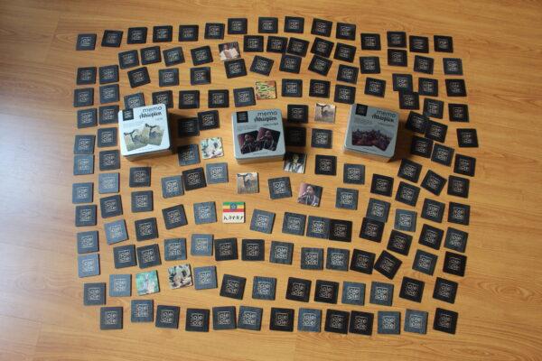 52 Karten sind zu wenig? Nutzen Sie drei Spiele – 156 Memokarten sind eine echte Herausforderung – auf dem Bild zu sehen.