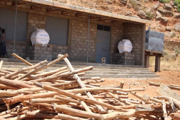 Als Teil eines Projekts aus Äthiopien nach Deutschland gekommen, geht ein Teil der Einnahmen aus dem Verkauf wieder in Projekte zurück nach Äthiopien…