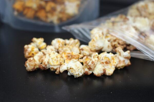 Es schmeckt mindestens genau so lecker, wie es aussieht. Hergestellt mit viel Herzblut in Berlin von der Popcorn-Bakery in Berlin.