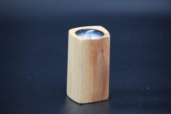 Dieser Salzstreuer entstand in Deutschland in Handarbeit und ist ein Unikat.