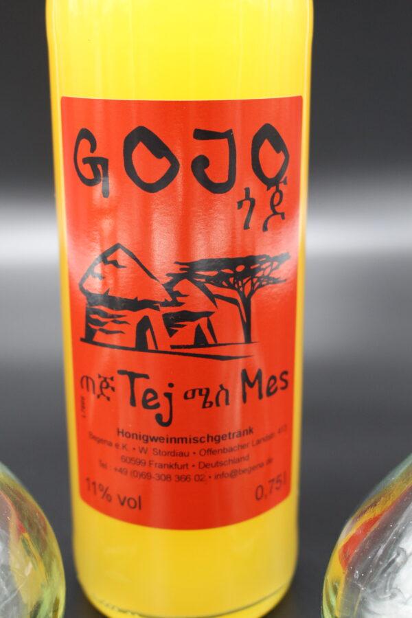 Wasser, Honig und Gesho (ein Strauch aus dem Hochland) reichen, ein leckeres Honigweinmischgetränk entstehen zu lassen.