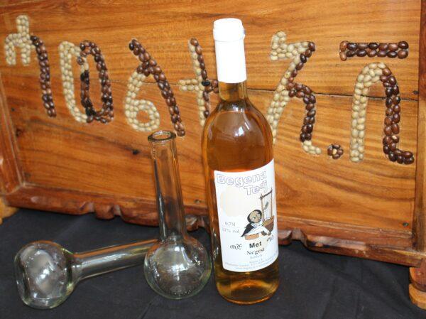 Im Weinglas oder der originalen Berele (dem äthiopischen Kolbenglas) – immer ein königliches Getränk.