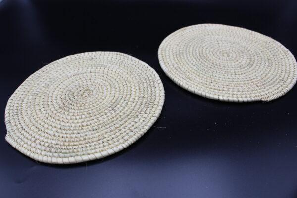 Der Topfuntersetzer entstand im nordäthiopischen Aksum, ist ein Unikat und somit ein individuelles und besonderes Geschenk.