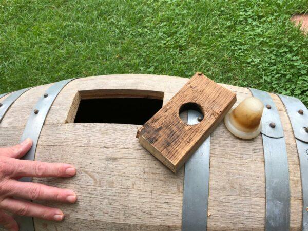 Hier das Whiskyfass. Im ersten Leben mehrfach für die Veredlung von Whisky verantwortlich, veredelt es nun Kaffee.